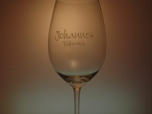 Copa de vino grabada en laser.