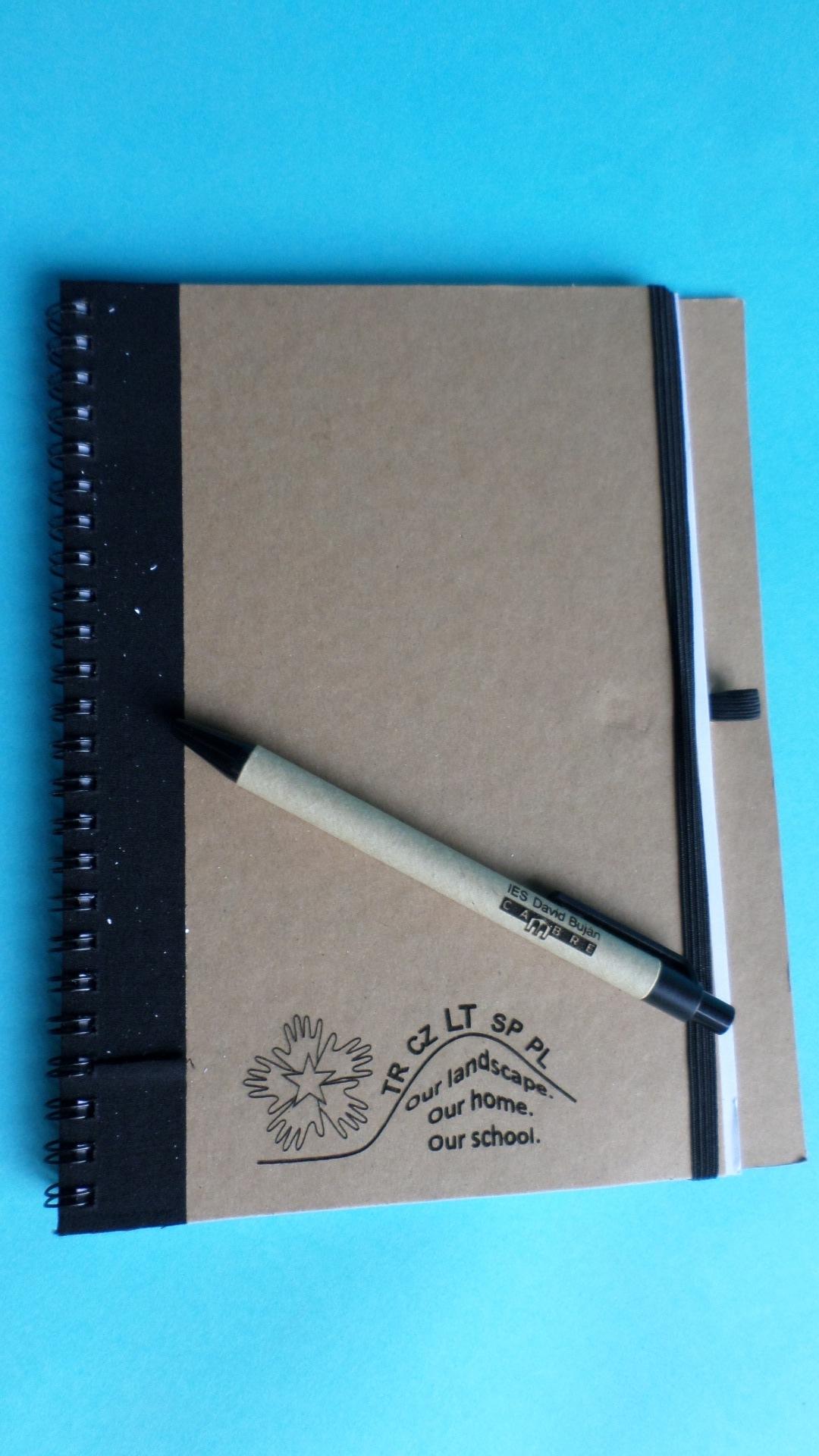 Carpeta De Cartón Reciclado.