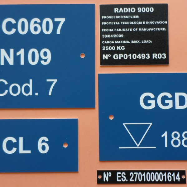 Placas identificativas.